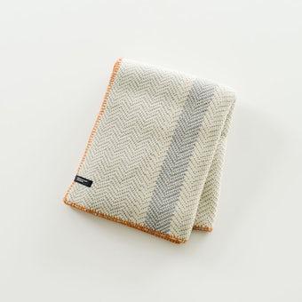 「わが家になじむ冬じたく」ヘリンボーン柄のやわらかブランケット(オレンジ)の商品写真