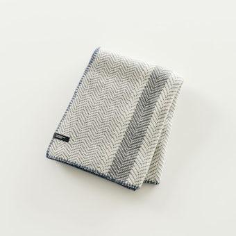 「わが家になじむ冬じたく」ヘリンボーン柄のやわらかブランケット(ブルー)の商品写真