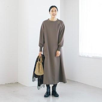 【今季終了】「気軽に着られて、きれい見え」ポンチ素材のワンピース(モカ)の商品写真