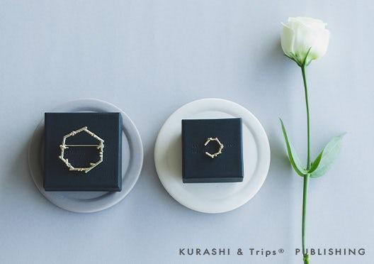 KURASHI&Trips PUBLISHING /KURASHI&Trips PUBLISHING /「いつもの私に、ささやかなキラメキ」小枝モチーフのアクセサリーの画像