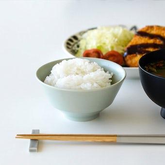 「平日夜のわたしの味方」食卓をやさしく彩るごはん茶碗 / 小さめサイズ(11cm)/ ペールグリーンの商品写真