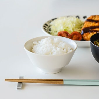 「平日夜のわたしの味方」食卓をやさしく彩るごはん茶碗 / 小さめサイズ(11cm)/ オフホワイトの商品写真