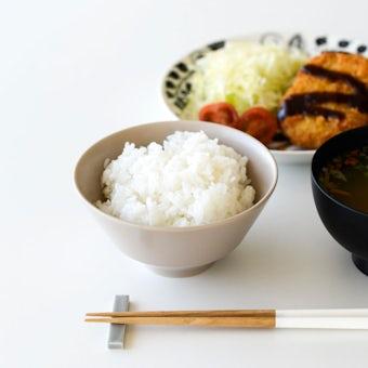 「平日夜のわたしの味方」食卓をやさしく彩るごはん茶碗 / 普通サイズ(12.7cm)/ ベージュの商品写真