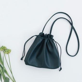 「ワンマイルにもお気に入りを」仕分け上手な巾着ポシェット / ブラックの商品写真