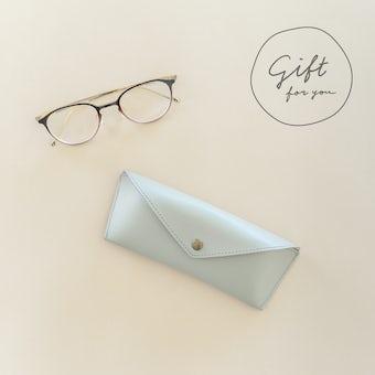 【母の日限定ギフト】かばんにスッキリおさまるメガネケース(メガネ拭き付き)の商品写真