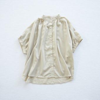 【今季終了】「ひらり、つや感をまとう」ギャザー袖のブラウス(ベージュ)の商品写真