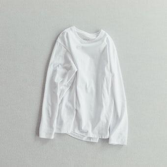 「一枚でも、重ねても」絶妙カラーの長袖カットソー / ホワイトの商品写真