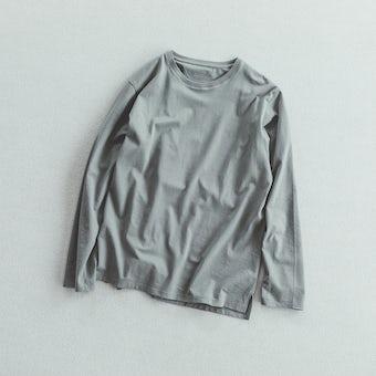 「一枚でも、重ねても」絶妙カラーの長袖カットソー / セージの商品写真