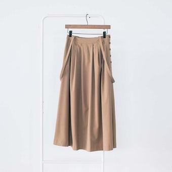 「主役にも名脇役にも」着回し頼れるストラップ付きスカート / キャメル / Sサイズの商品写真